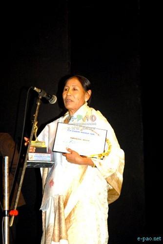 Indu Devi receiving the FAM award 2011-12